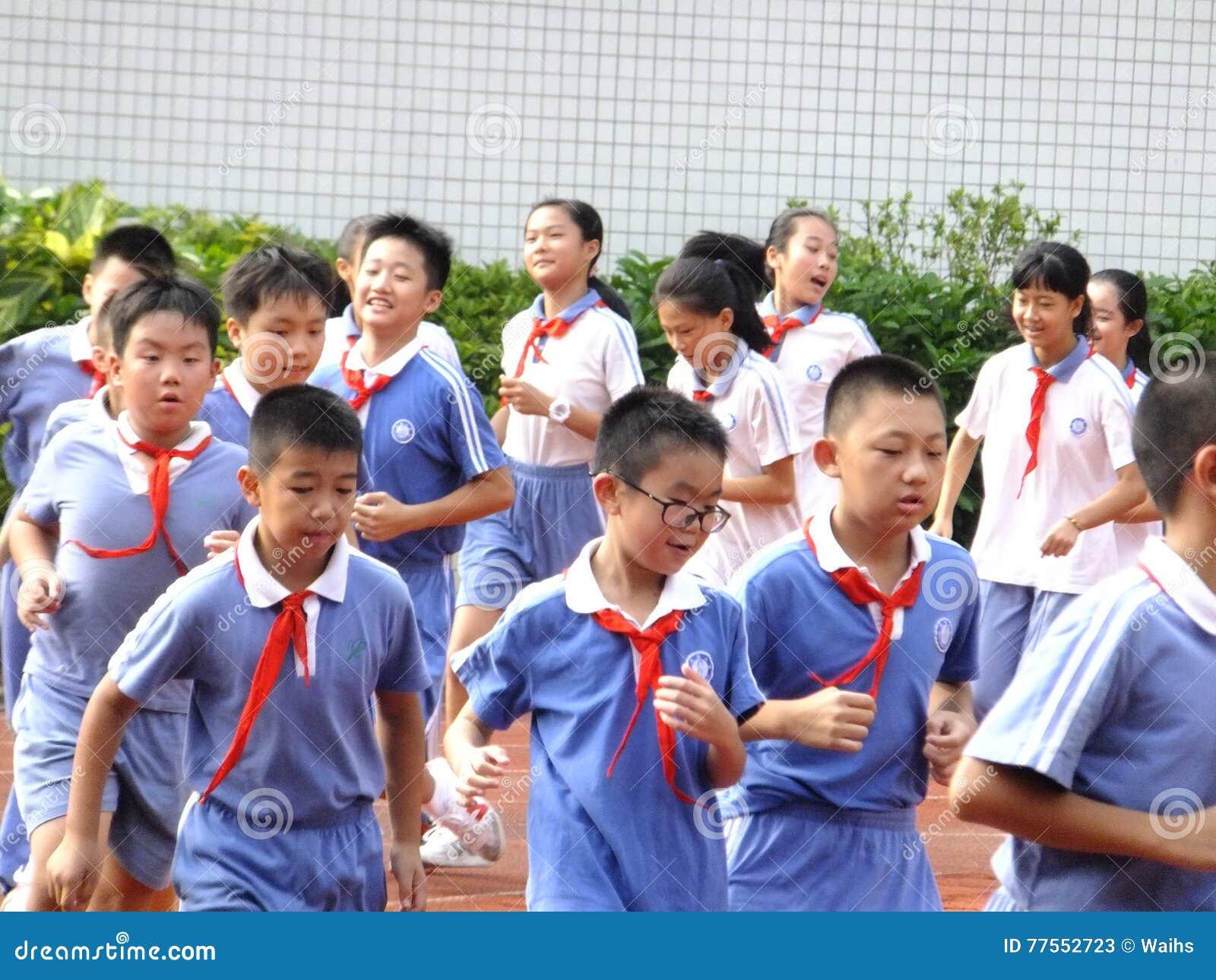 Shenzhen Kina: grundskola för barn mellan 5 och 11 årstudenter i gruppen för fysisk utbildning