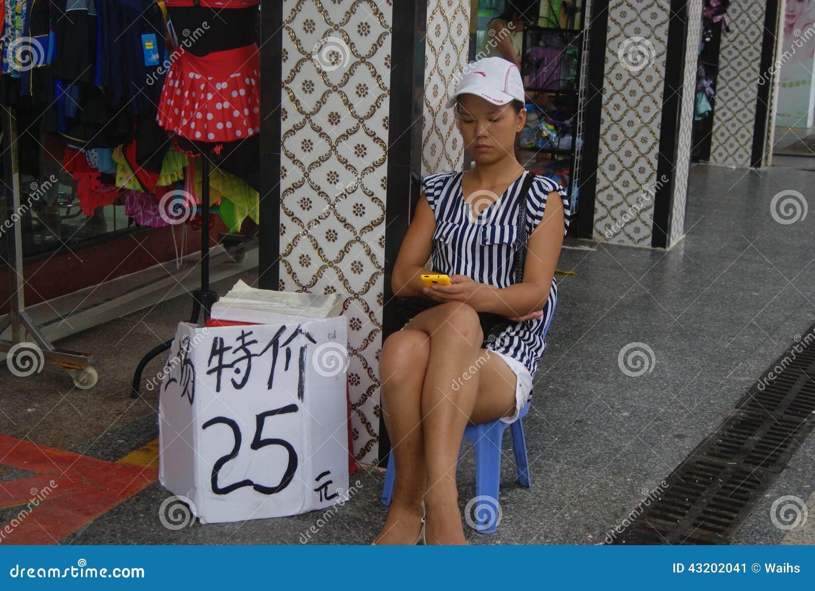 Download Shenzhen Porslin: Klädlager Redaktionell Bild - Bild av kläder, modell: 43202041