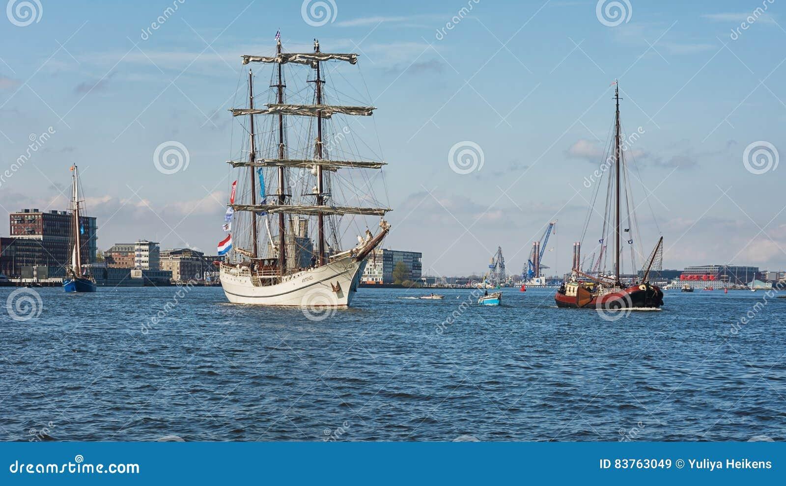 Shipping On The Ij Near Amsterdam - George Laurens Kiers