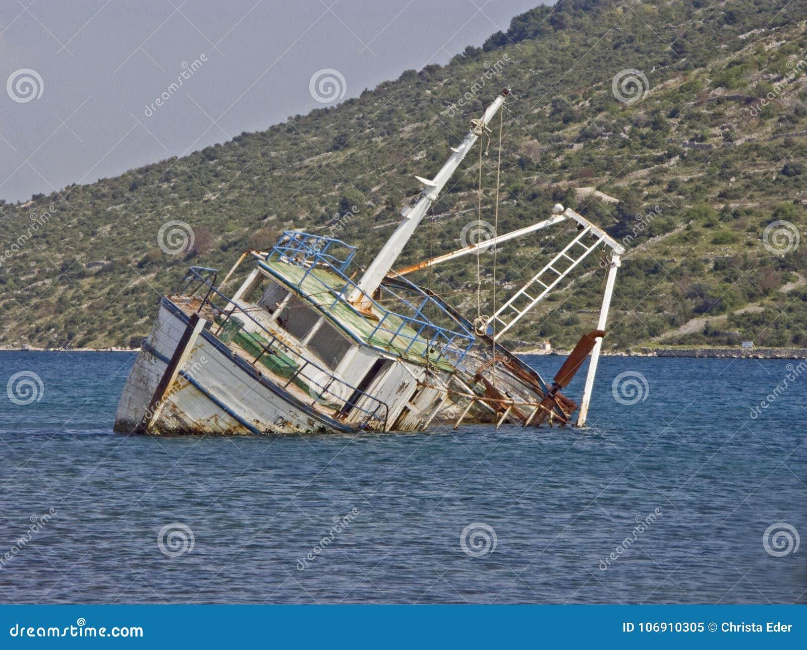 Shipwreck łódź rybacka