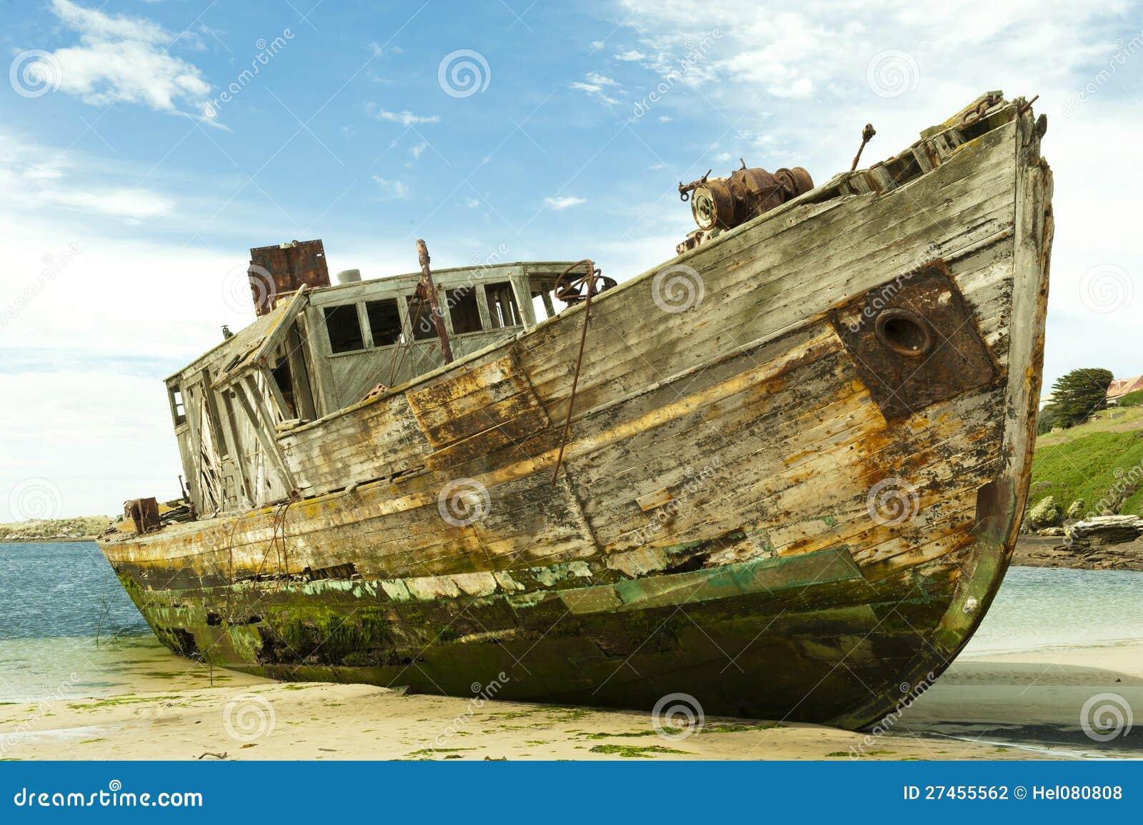 Shipwreck de um navio de madeira velho