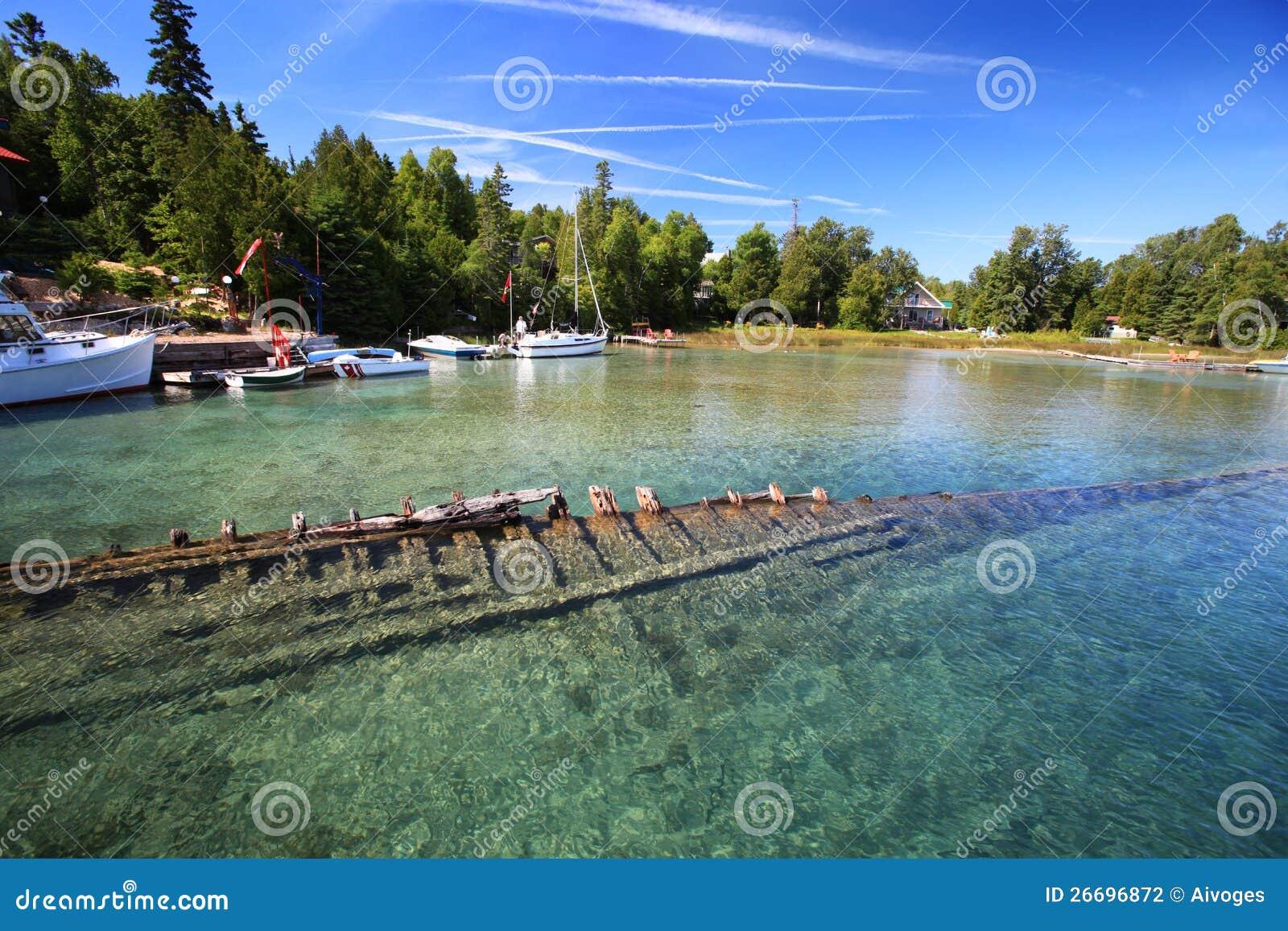 shipwreck underwater in lake huron  tobermory stock shipwreck clipart resources shipwrecked clip art