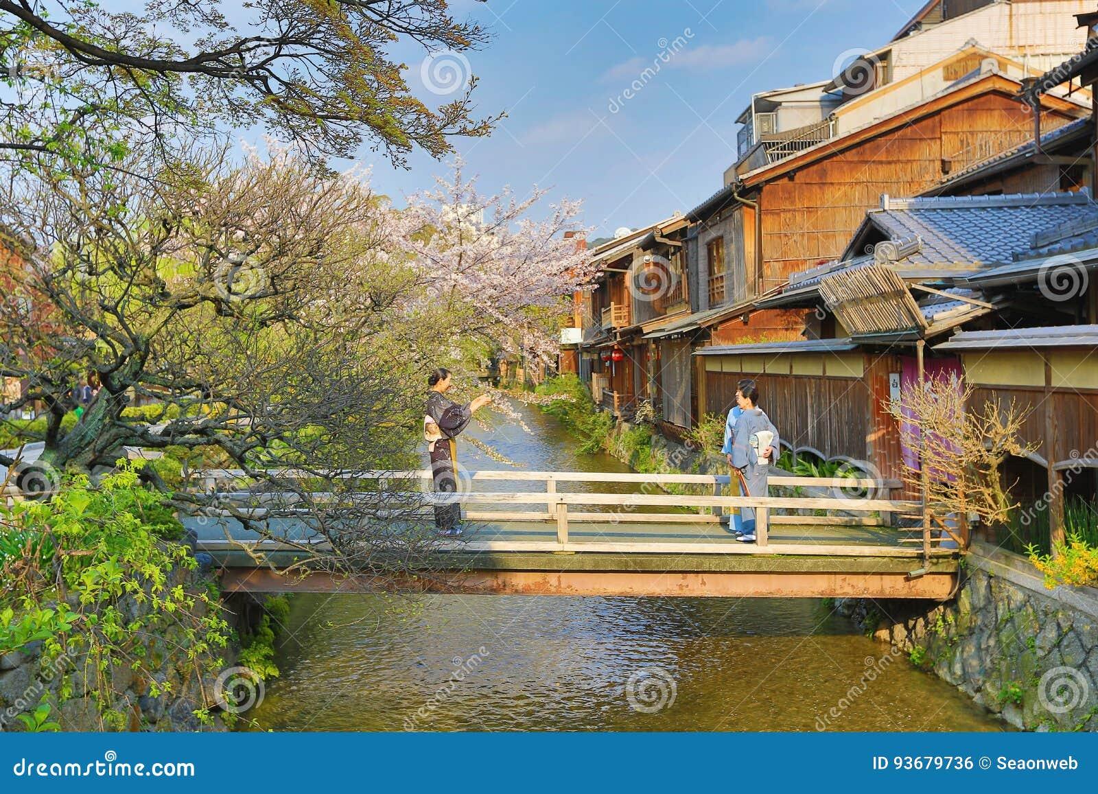 Shirakawa-minami Dori à Kyoto, Japon