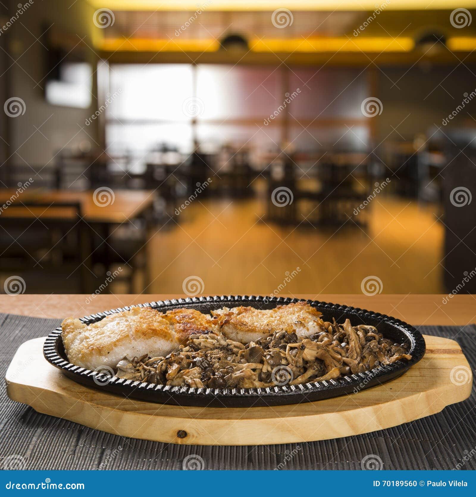 Shirataki nudlar med champinjoner och laxen