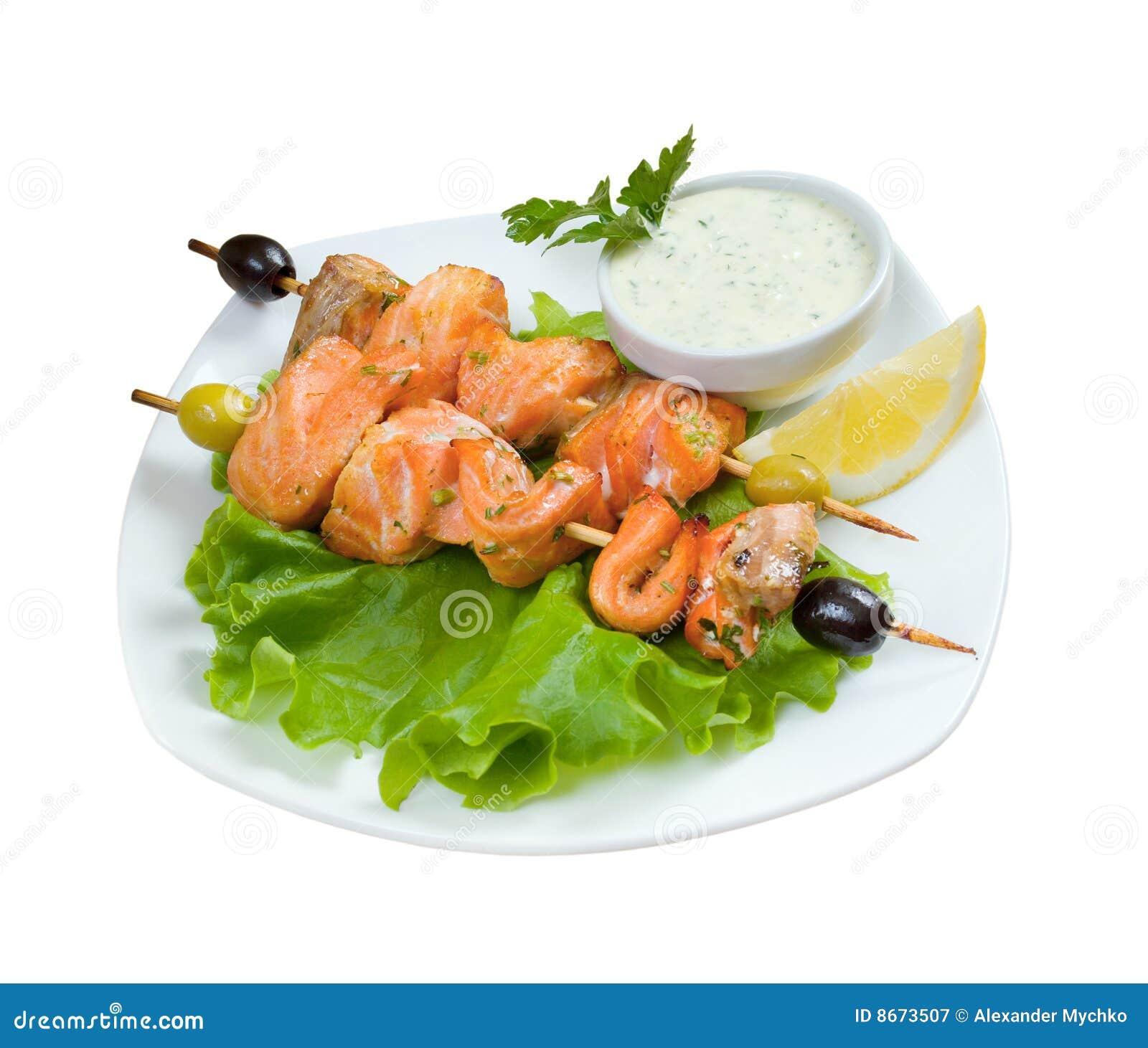 Shish Kebab des saumons avec