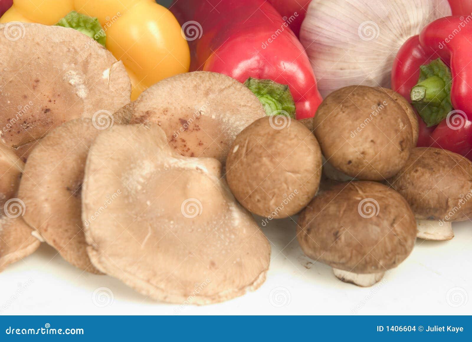 Shitake et champignons de couche bruns de capuchon