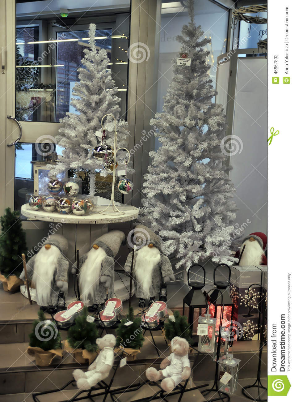 Shop with christmas decorations editorial photography for Salon xmas decorations