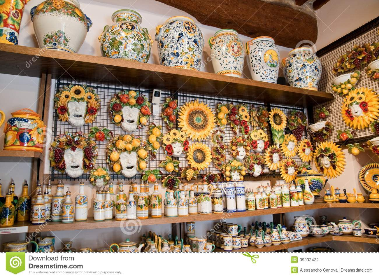 Craft Shop In Italian