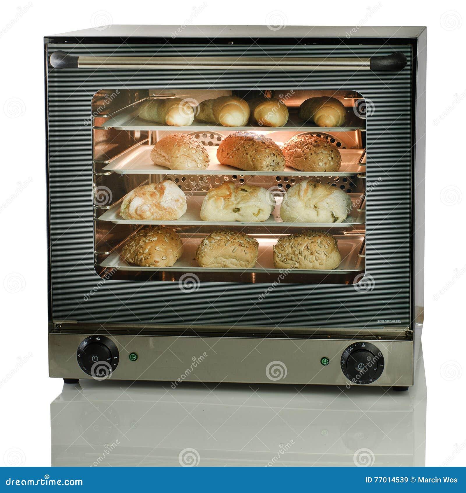 Shop& x27; il forno di s ha caricato con pane al forno fresco sulla parte posteriore di bianco