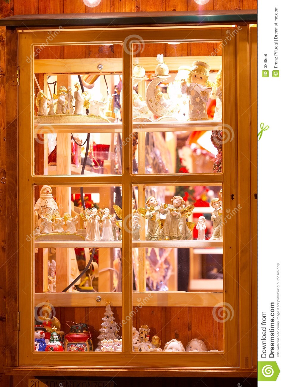 Shop window with christmas decoration fenster mit for Shop dekoration
