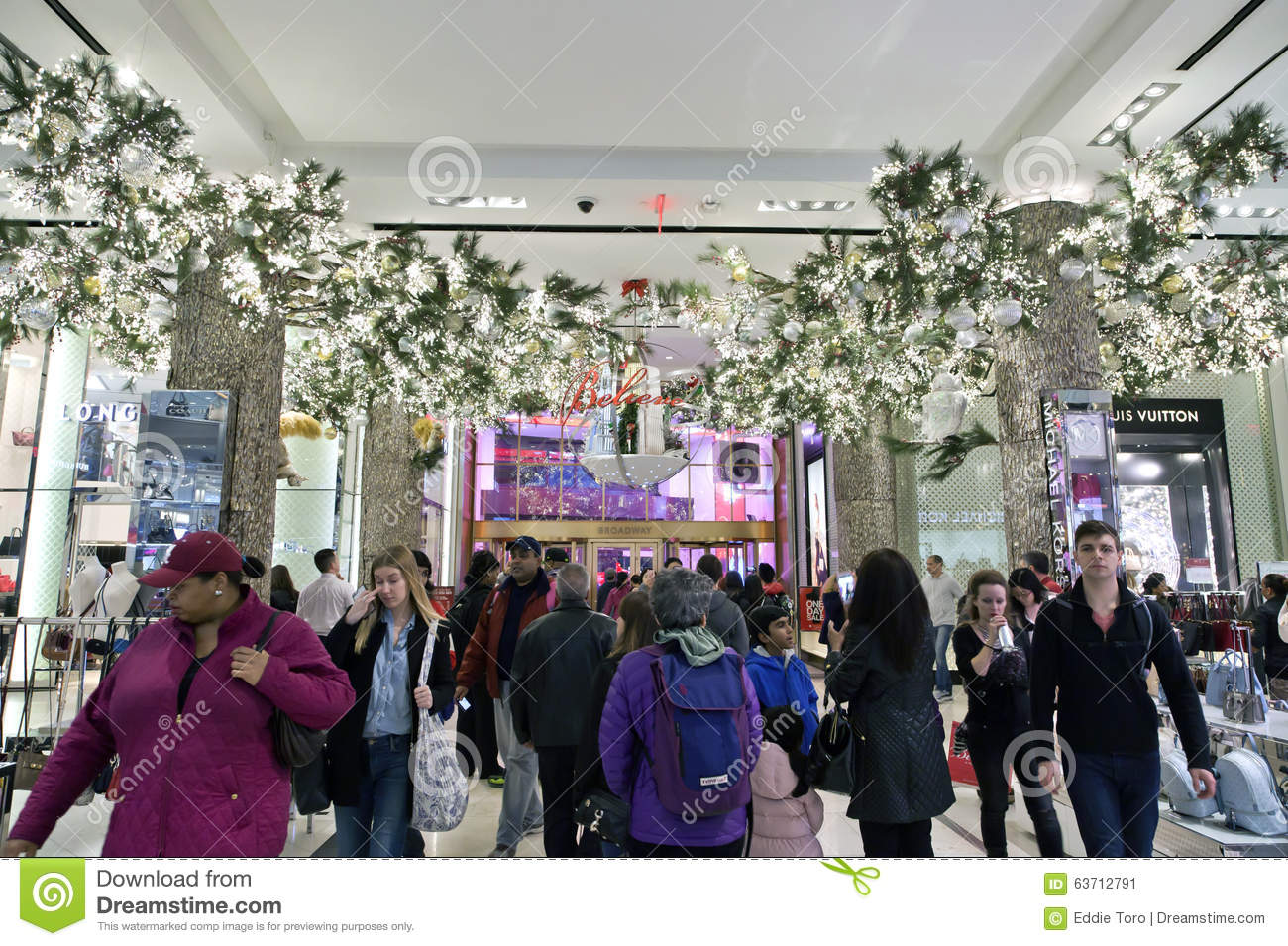 Shoppers Inside Macy\'s At Christmas Time In NYC Editorial Photo ...