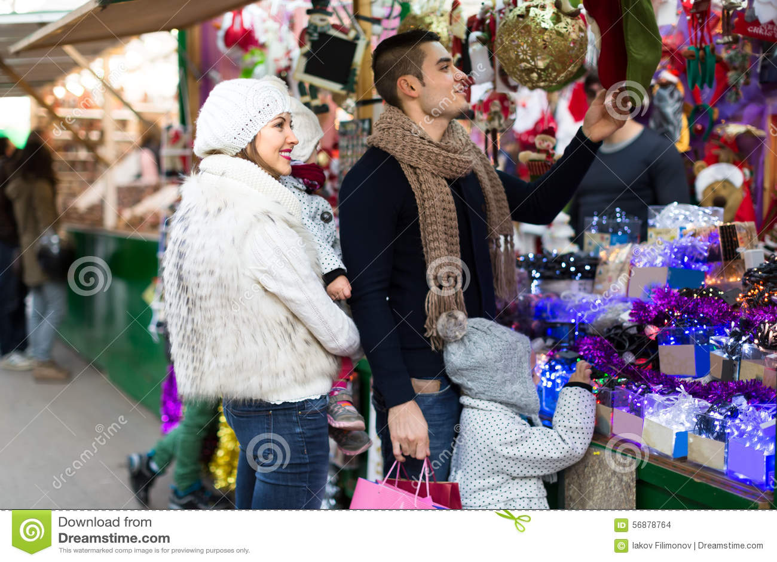 Shopping di festa della famiglia