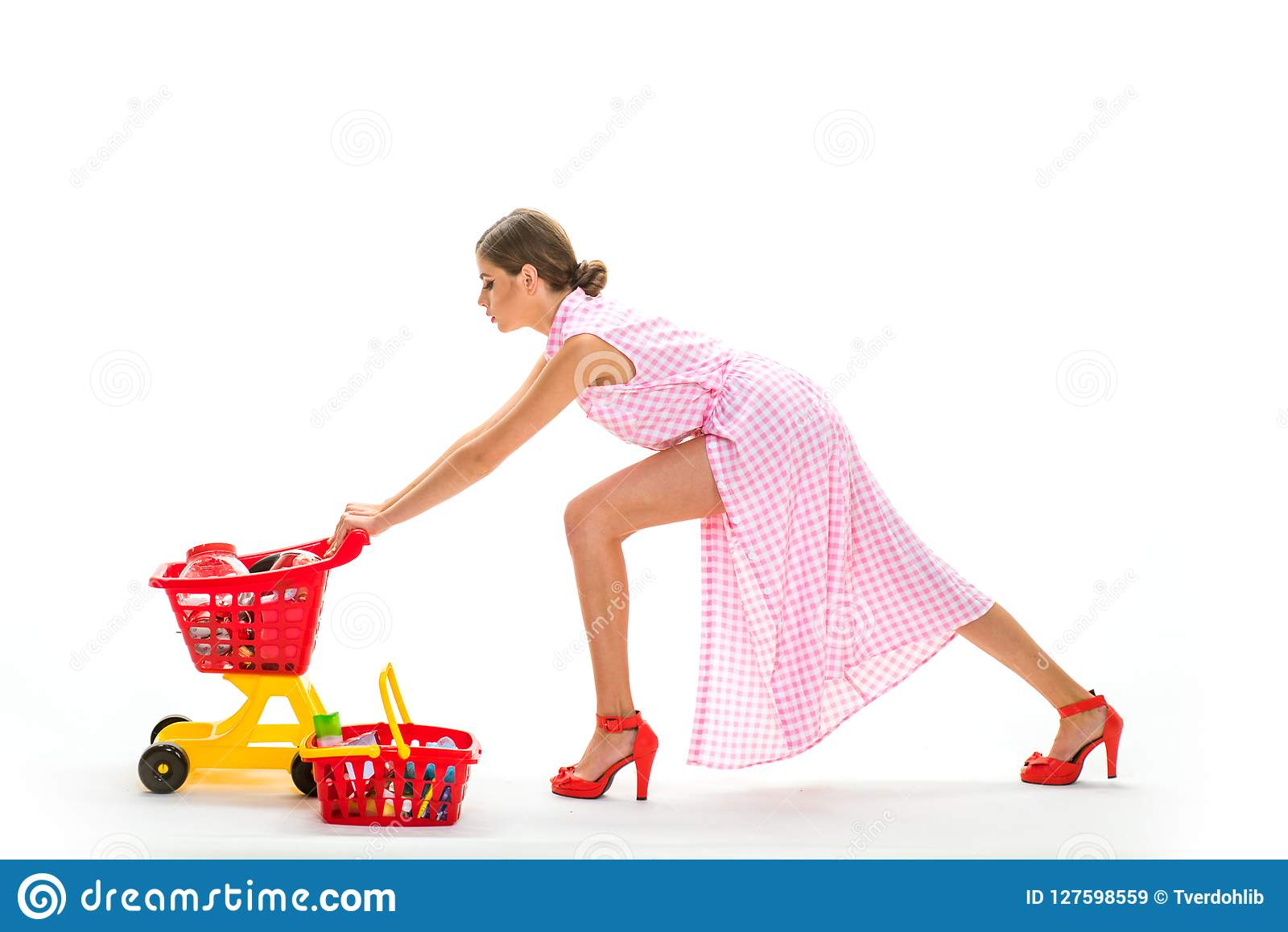 Shopping online is so easy. retro woman hurrying to buy products. under control. daily tasks.big sale in shopping mall