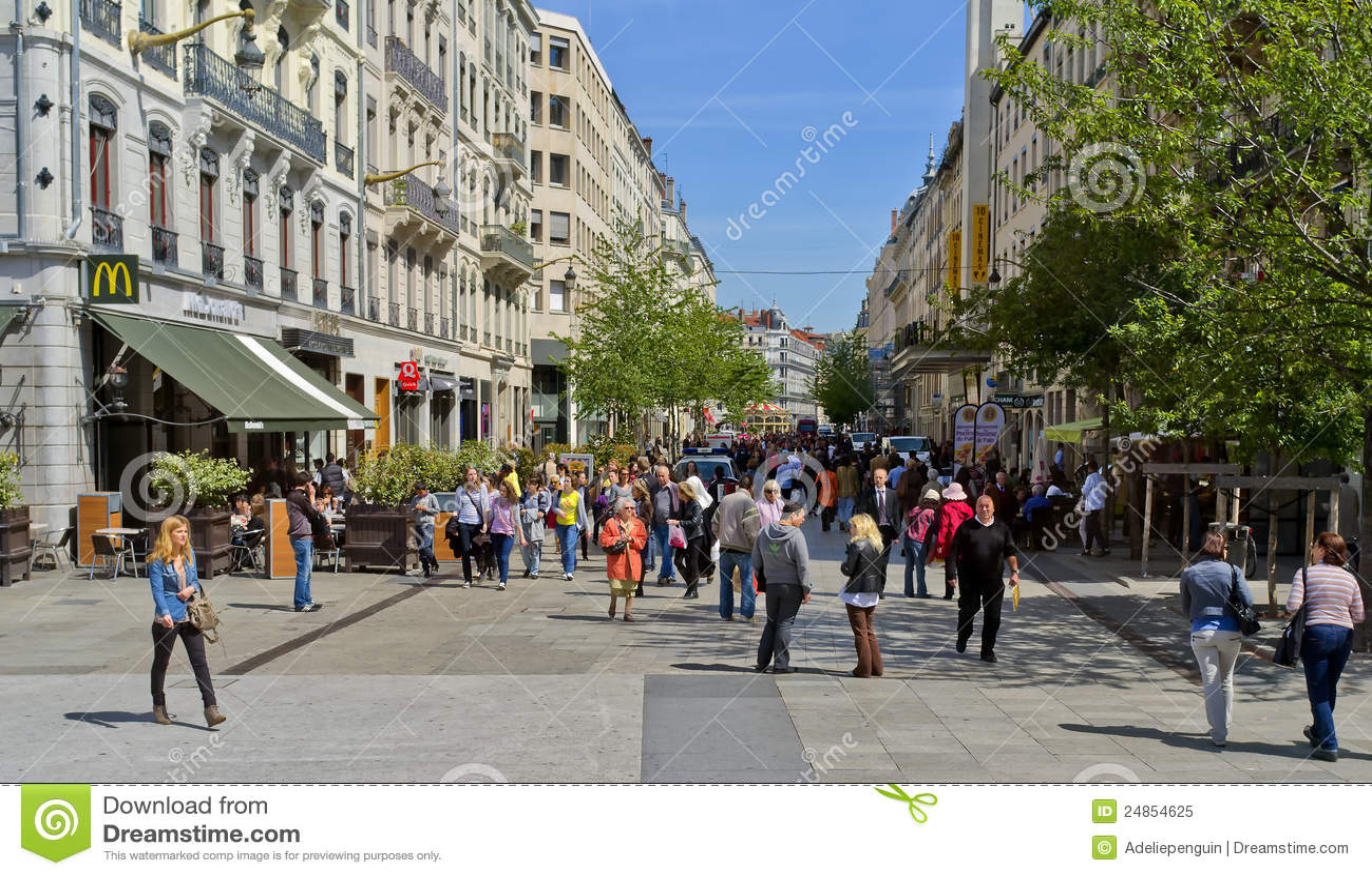 Shopping street lyon france editorial image image of for Audiovisuel exterieur de la france