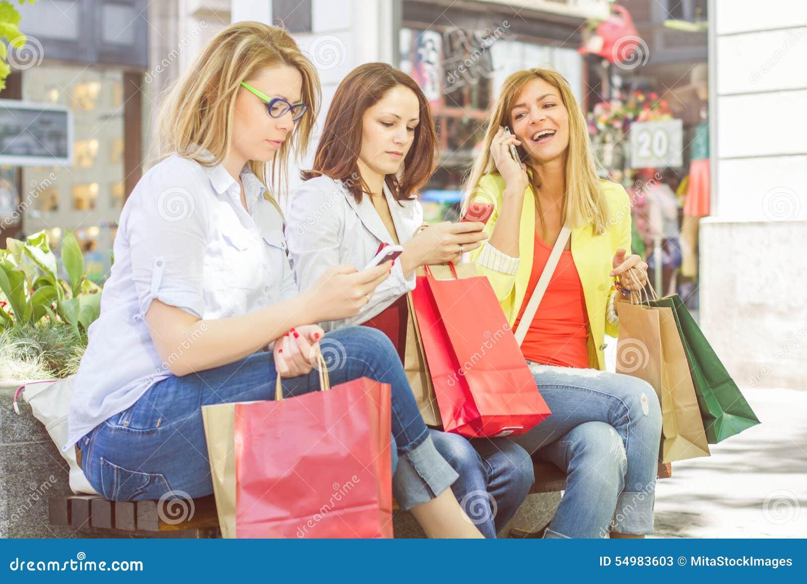 Shoppingkvinnligvänner