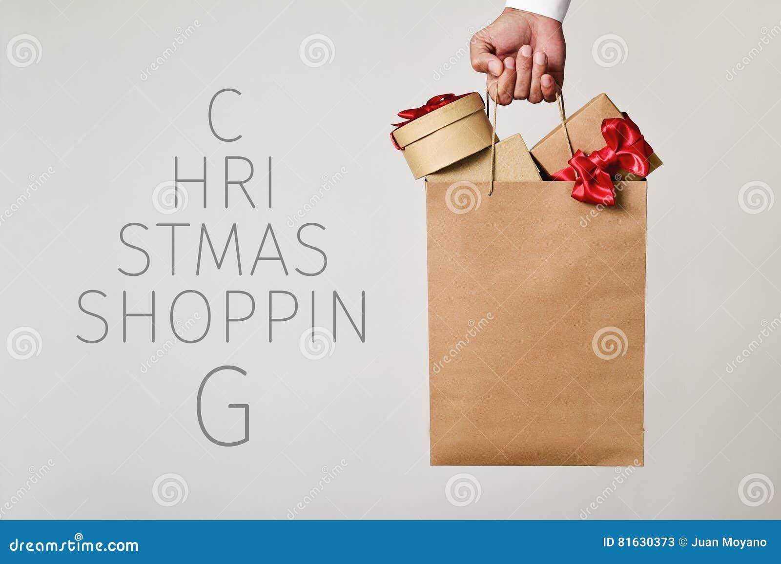 Shoppingpåse med att shoppa för gåvor och för textjul