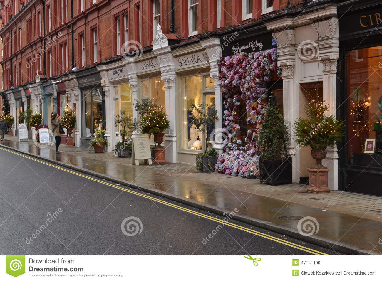 shops in london chiltern street christmas trees 20 store displays that showcase amazing design2014
