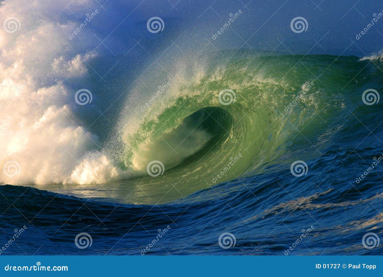 Shorebreak surfowania fale