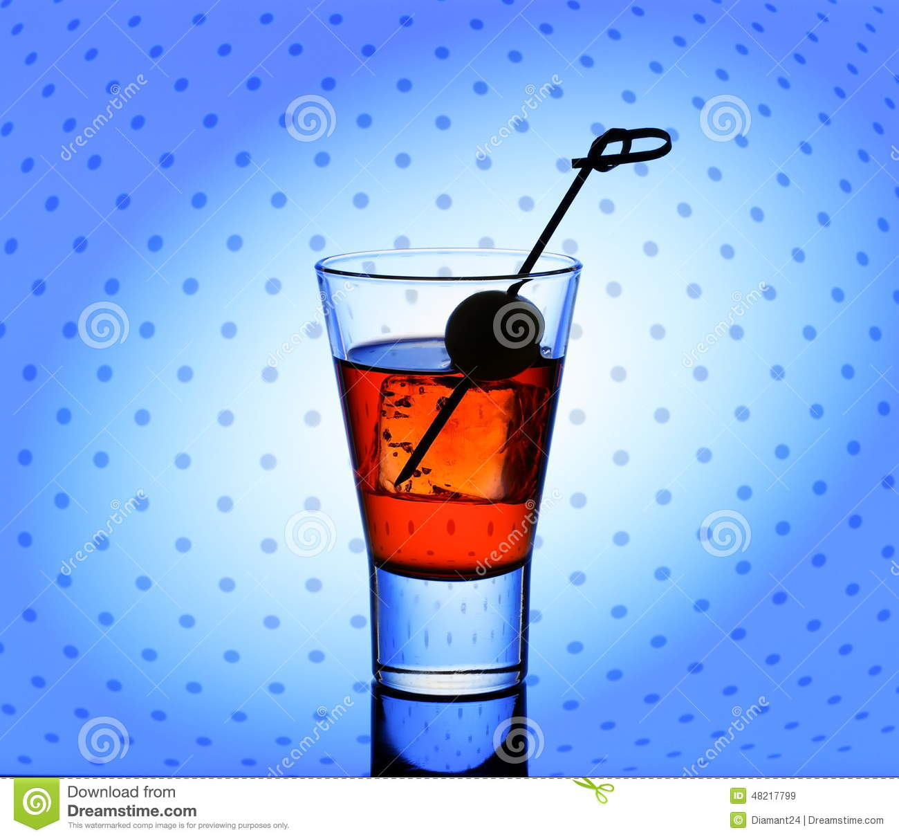 Short drink glass with red liquid and ice cubes stock for Liquid ice mixed drinks