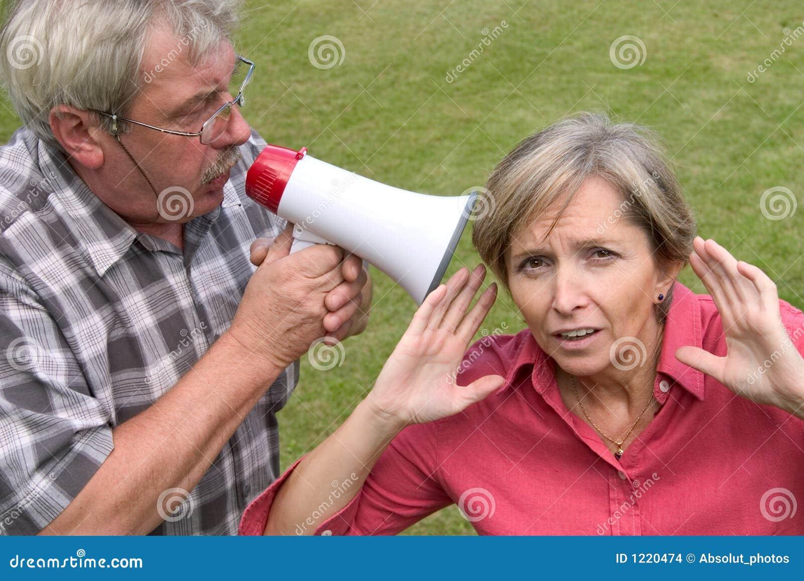 Shouting na orelha