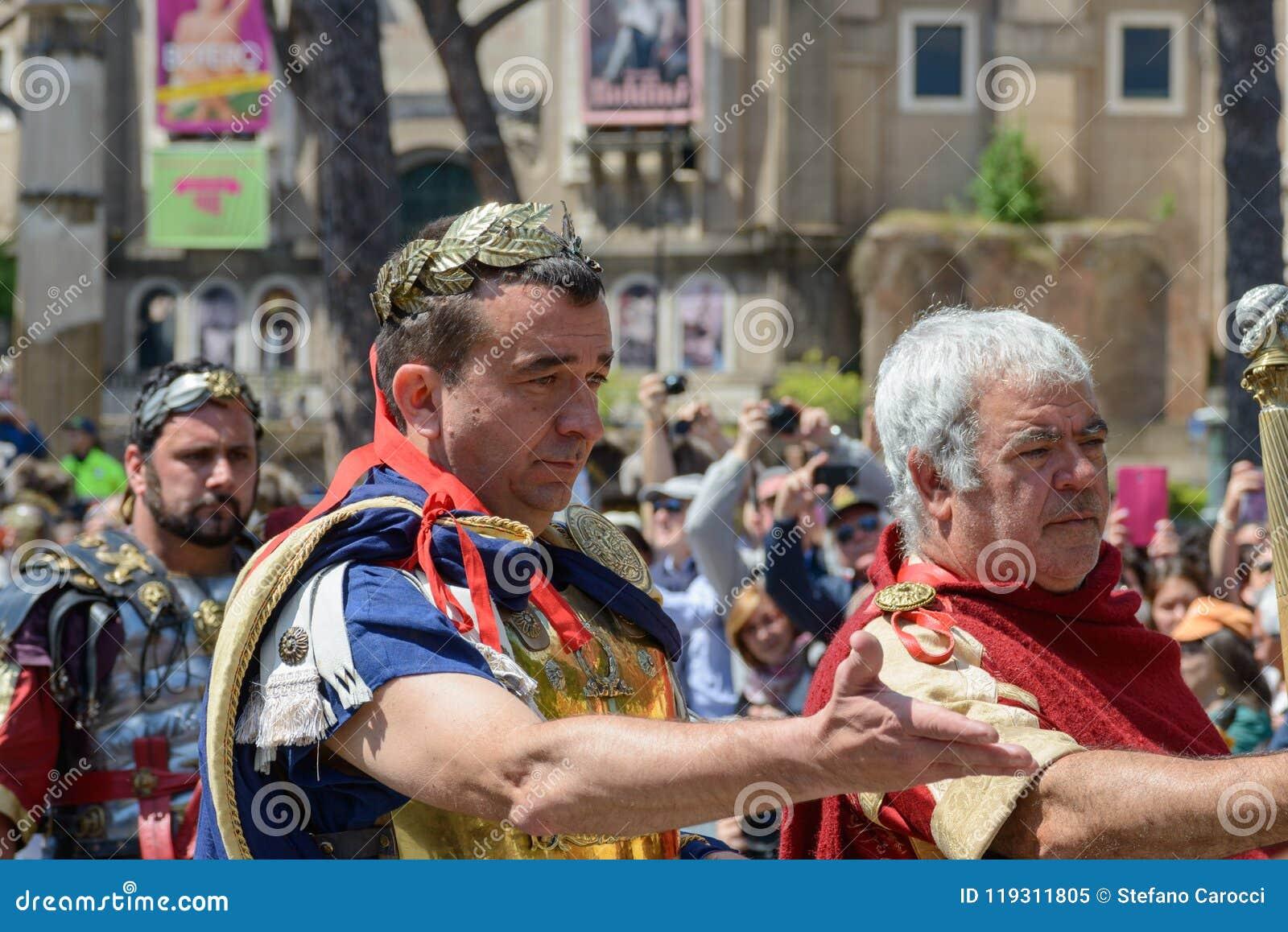 Show av forntida Romans i födelsedagen av det Rome tillfället