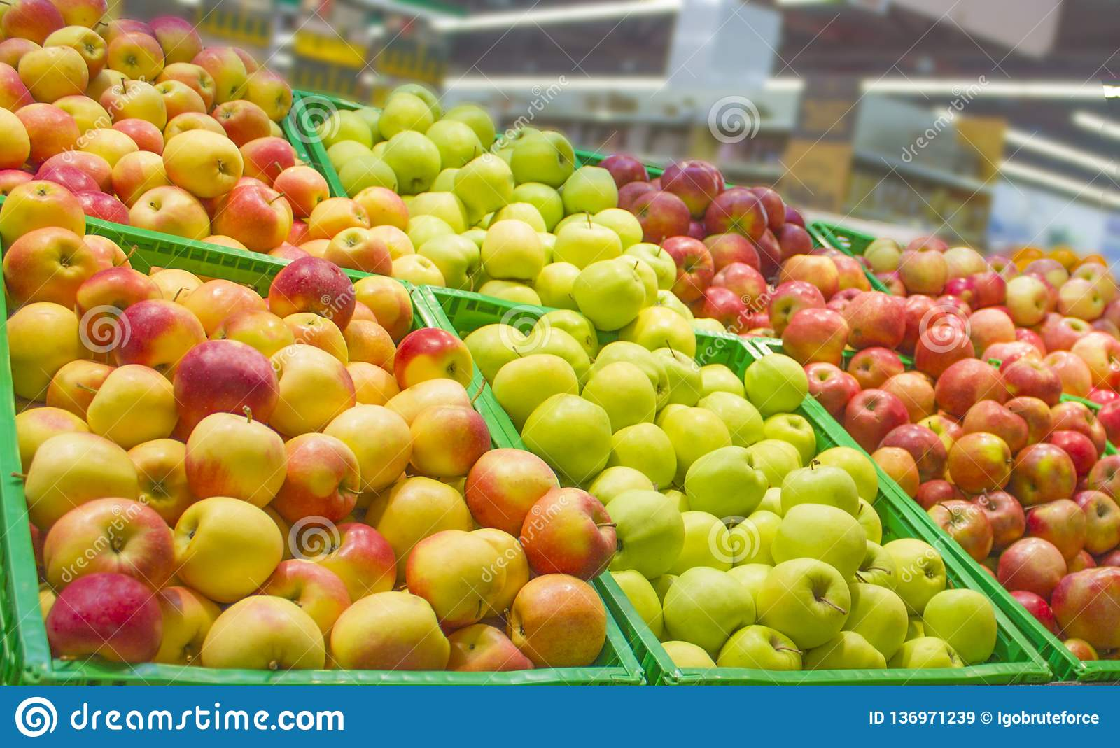 Showcase filled with multi-colored apples of different varieties