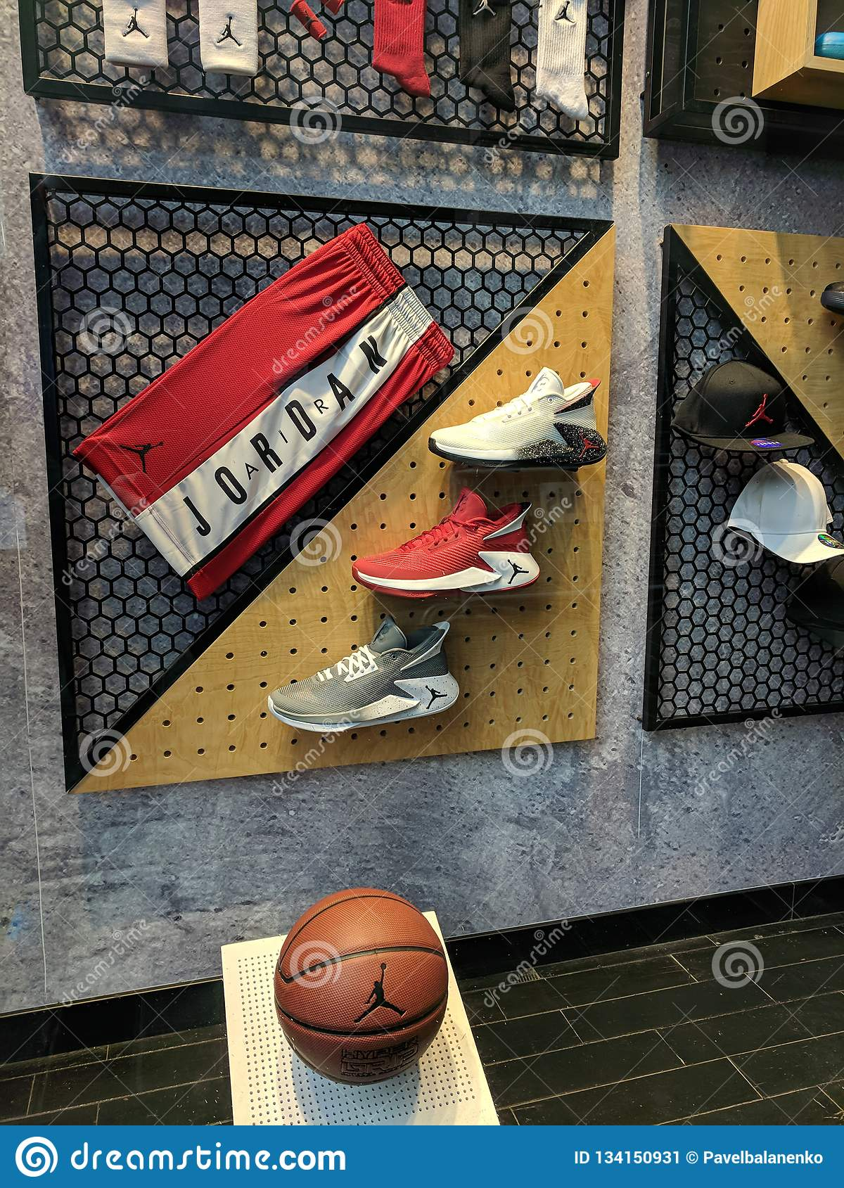 responsabilidad Sastre río  Showcase Window Of Nike Store At Istiklal Street With Air Jordan Sneakers  And Basketball Ball And Shorts Editorial Photo - Image of shorts, iconic:  134150931
