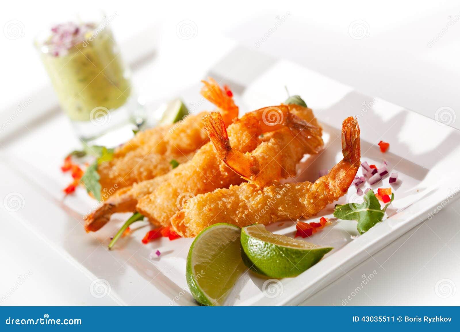 Deep Fried Shrimp with Guacamole Sauce and Lime Slice.