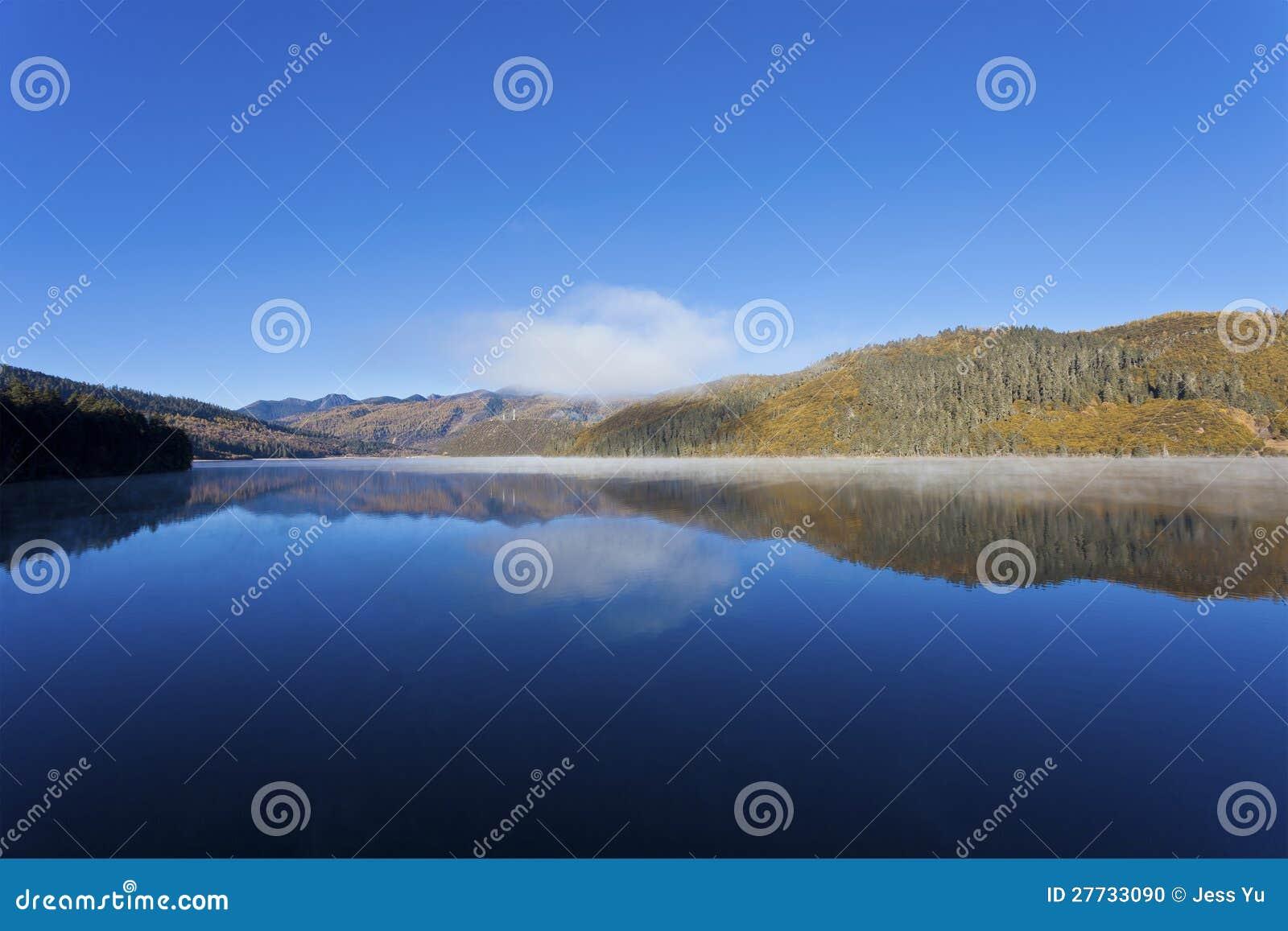 Shudu See im Herbst