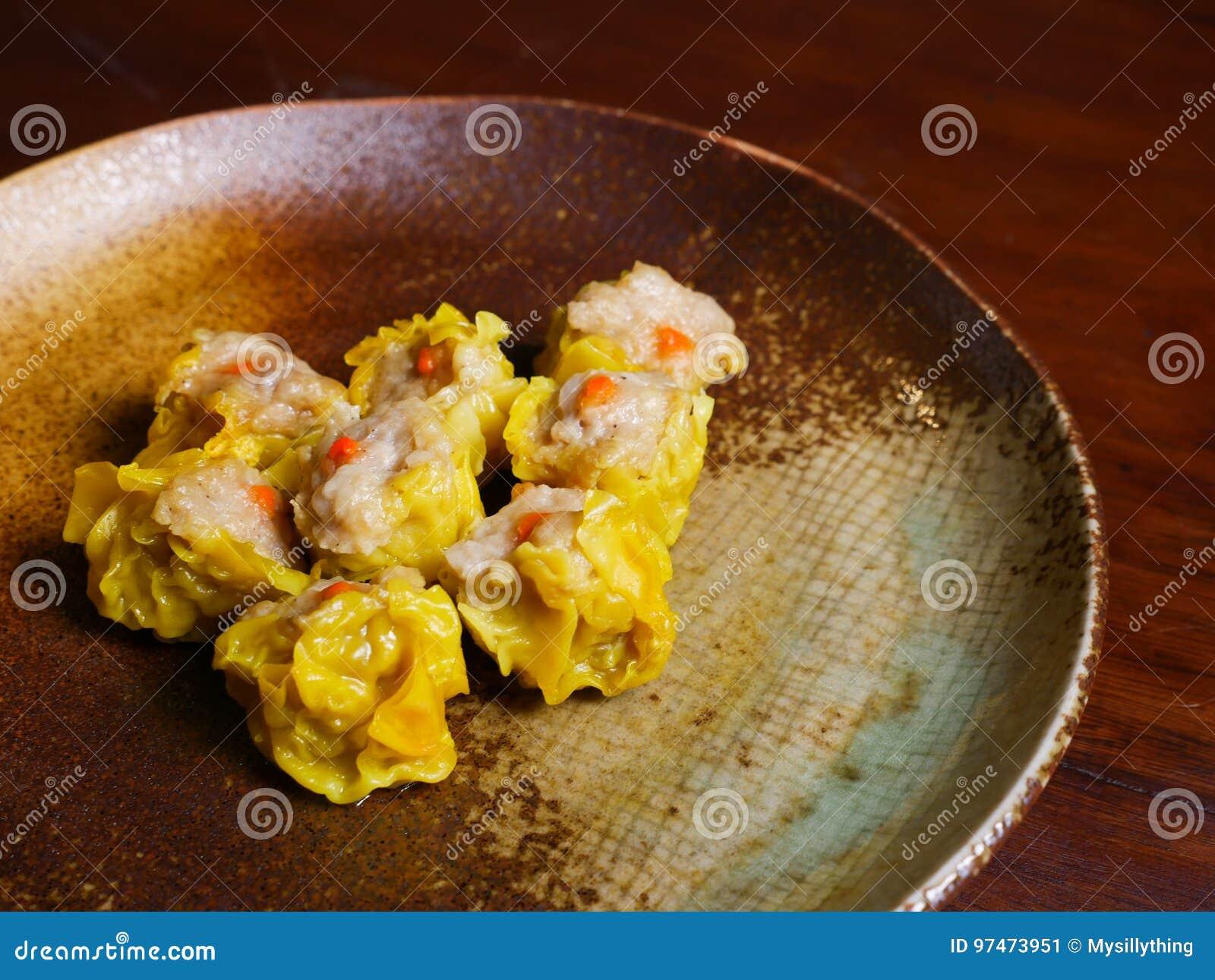 Shumai una comida china de las bolas de masa hervida de Dim Sum