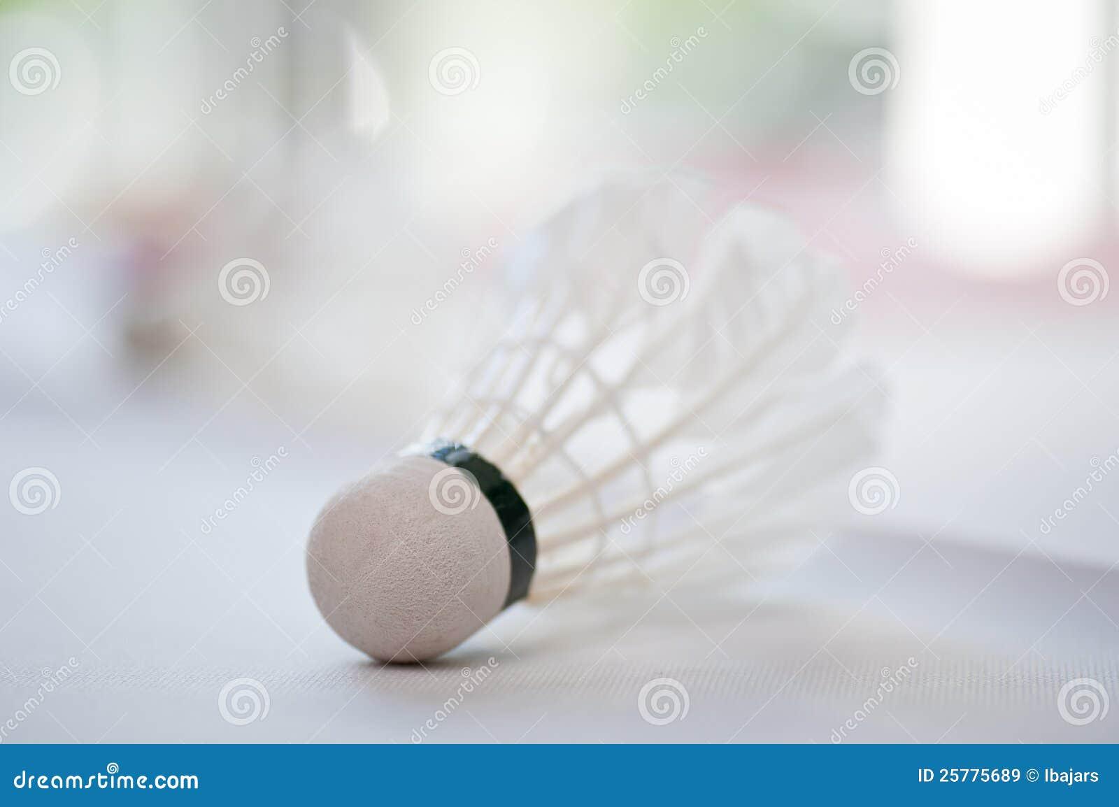 Shuttlecock para o badminton na tabela