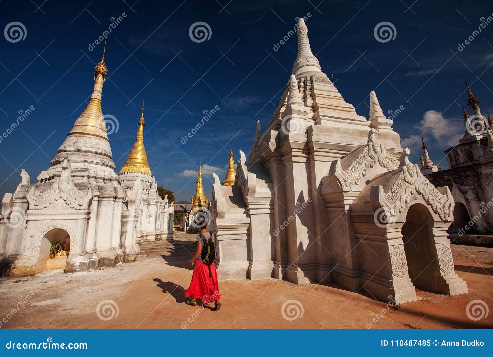 Shwe Indein - endroit sacré près de lac Inle, Myanmar