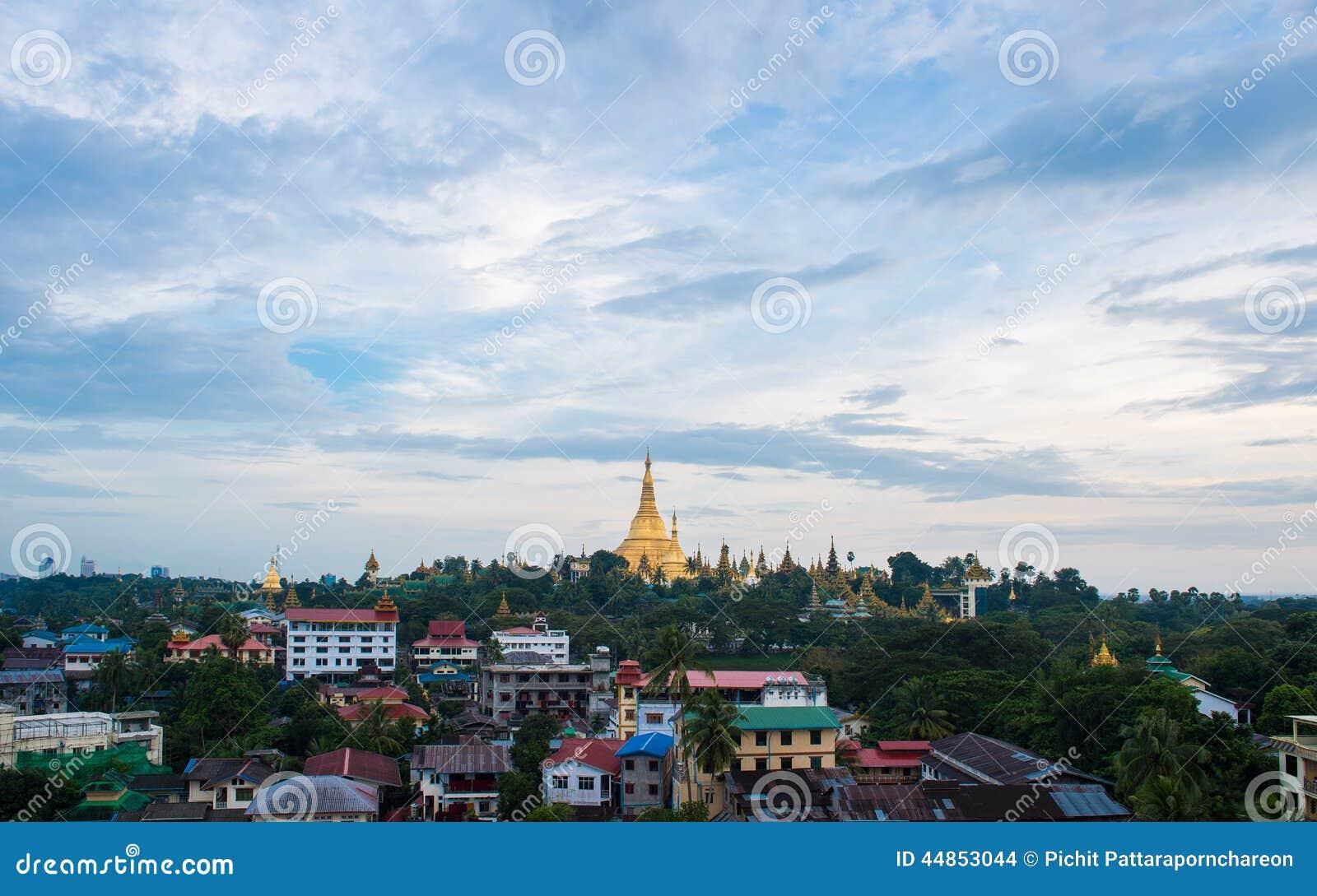 Shwedagon en la ciudad myanmar de Rangún