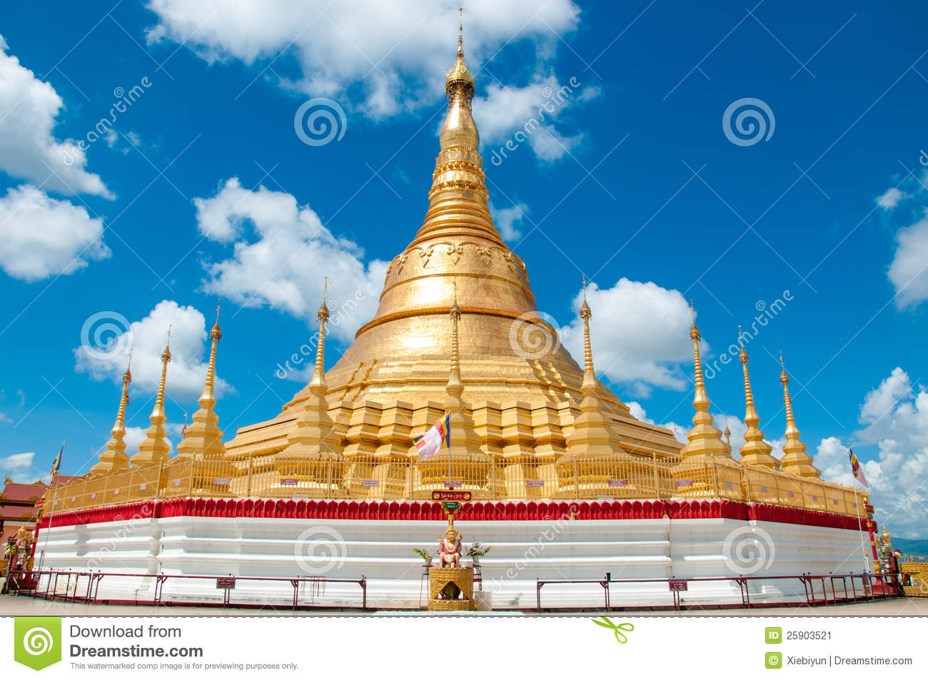 Tachileik Myanmar  City new picture : ... Pagoda is a beautiful golden pagoda located at Tachileik, Myanmar