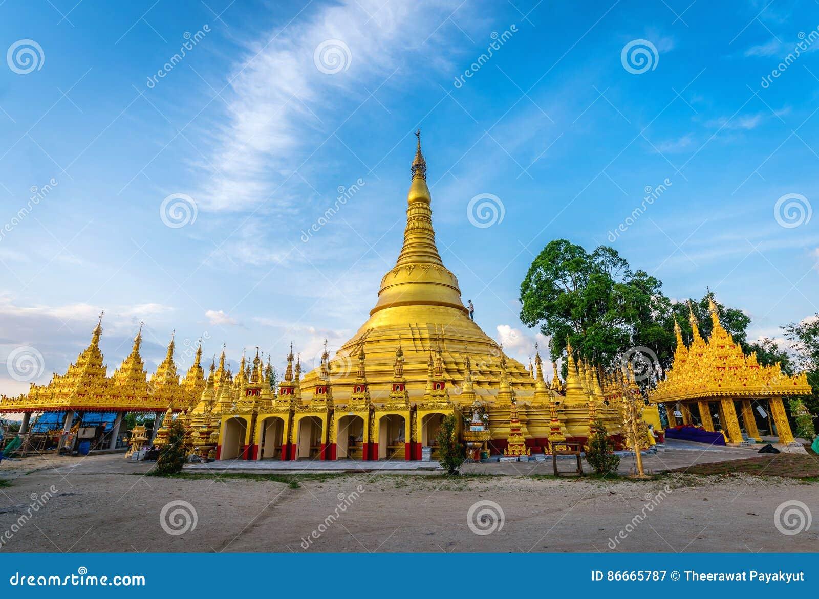 Shwedagon-Pagode bei Wat Suwan Khiri, Ranong, Thailand Replik von