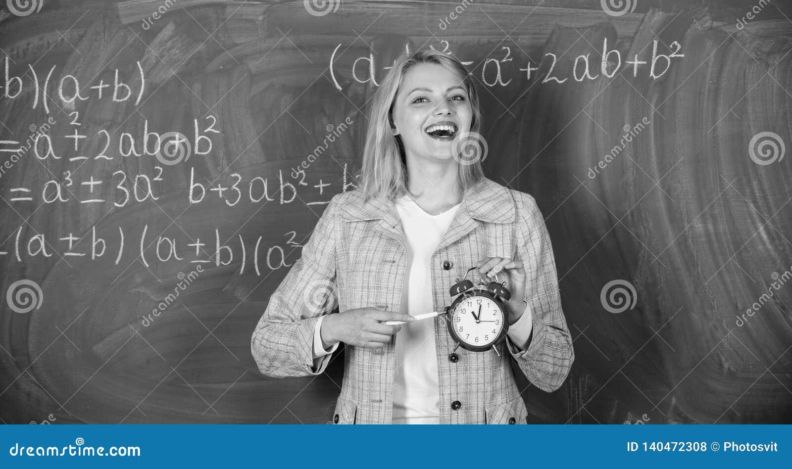 Si preoccupa per disciplina Tempo di studiare Anno scolastico benvenuto dell insegnante Sembrando il complemento commesso dell in