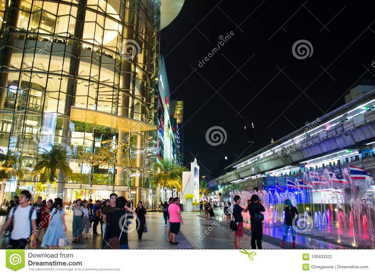 Siam Paragon is the building will be used as a primary decorative glass.