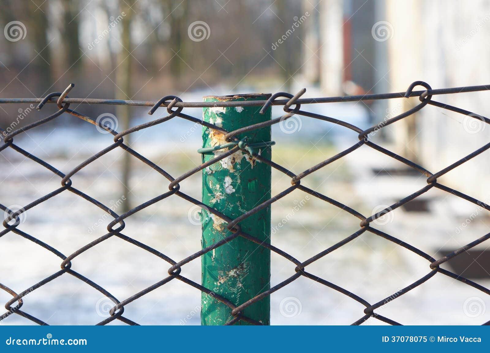 Download Siatki ogrodzenie obraz stock. Obraz złożonej z okno - 37078075