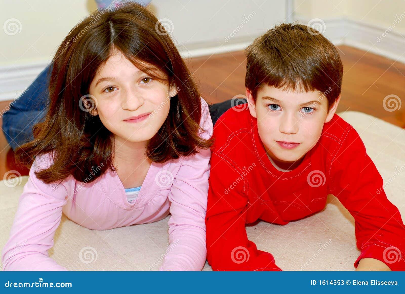 Сестра просит брата трахнуть её в жопу, Брат зашёл к сестре))) смотреть онлайн видео брат 26 фотография