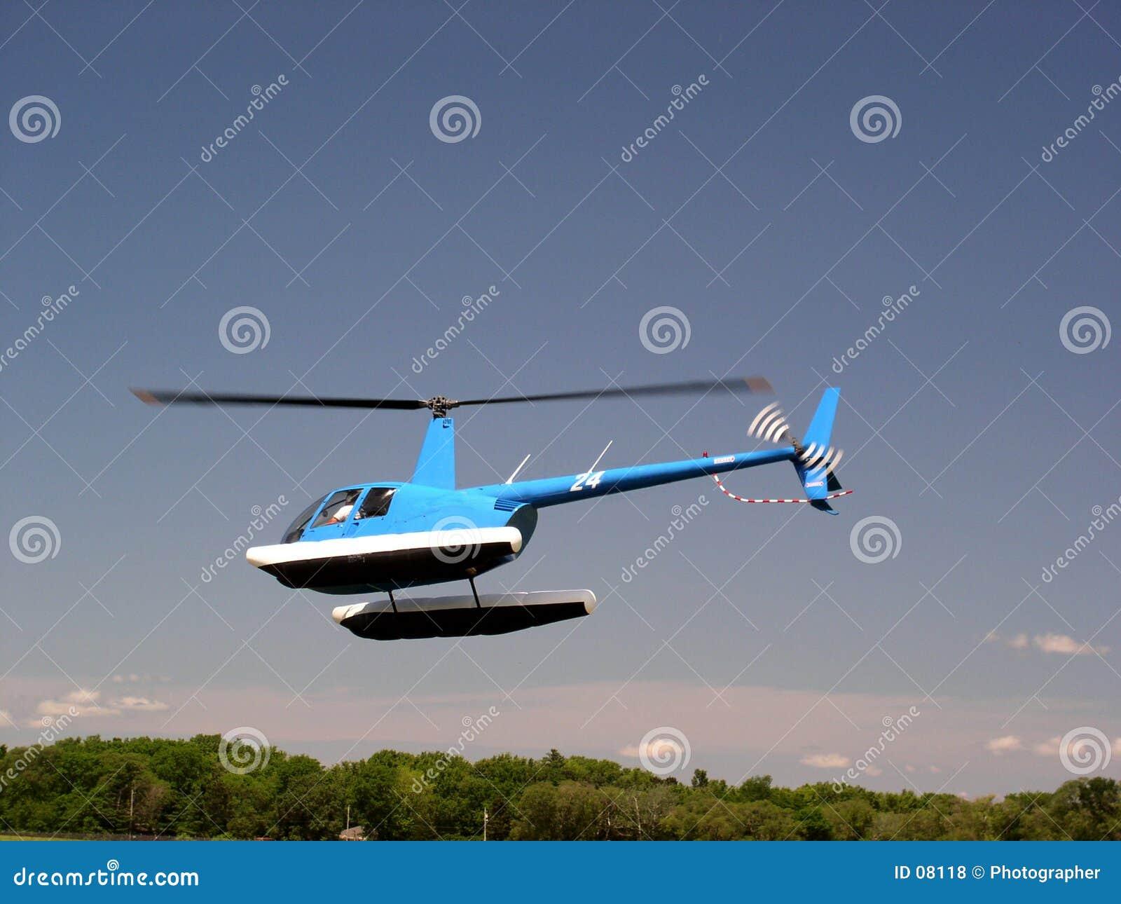 Sich hin- und herbewegender Hubschrauber