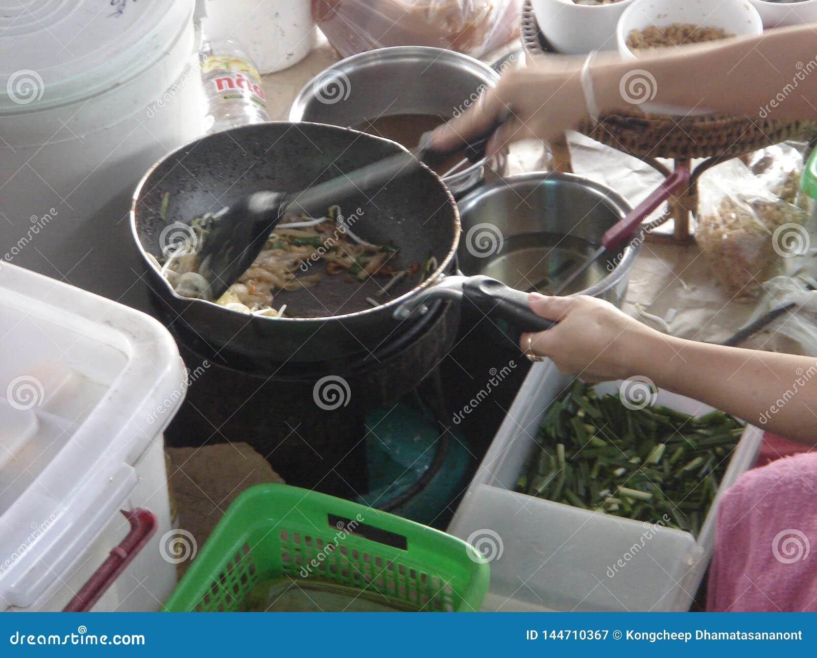 Sich hin- und herbewegender Markt in Thailand