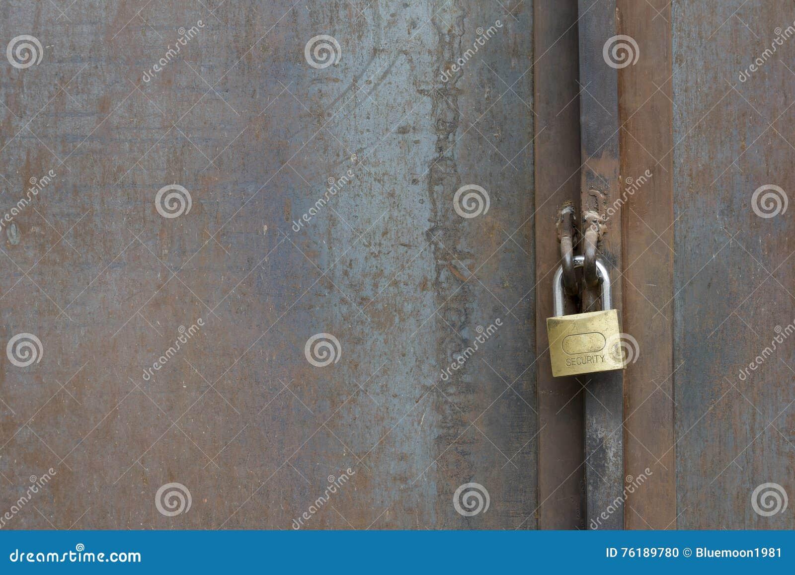 Metalltür  Sicherer Verschluss Auf Metalltür Stockfoto - Bild: 76189780