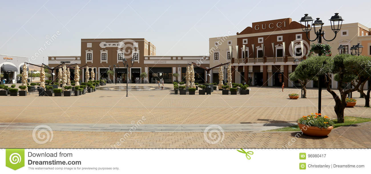 Sicilia outlet village editorial photography. Image of outdoor ...