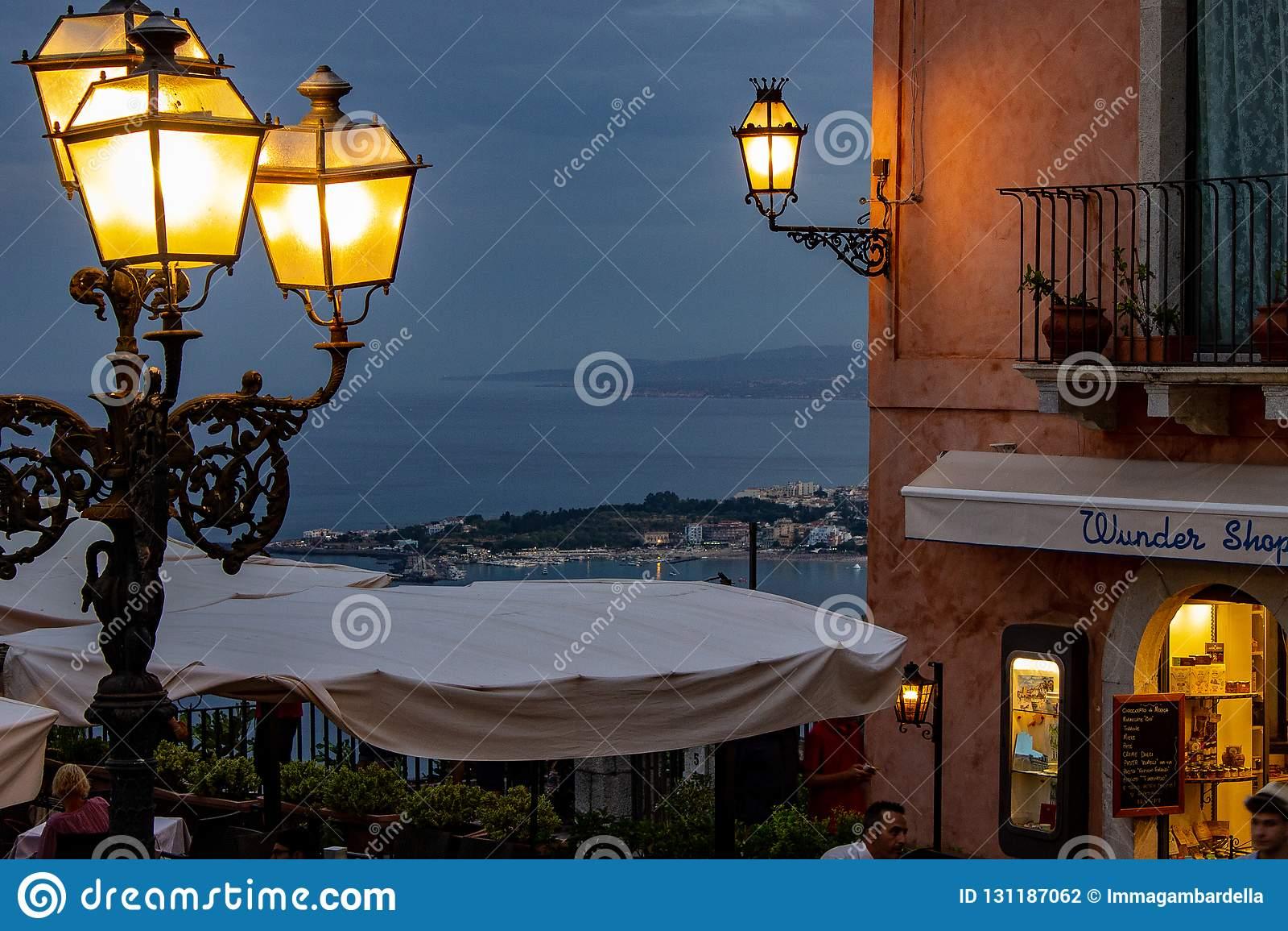Sicilien Taormina som ses från fyrkanten