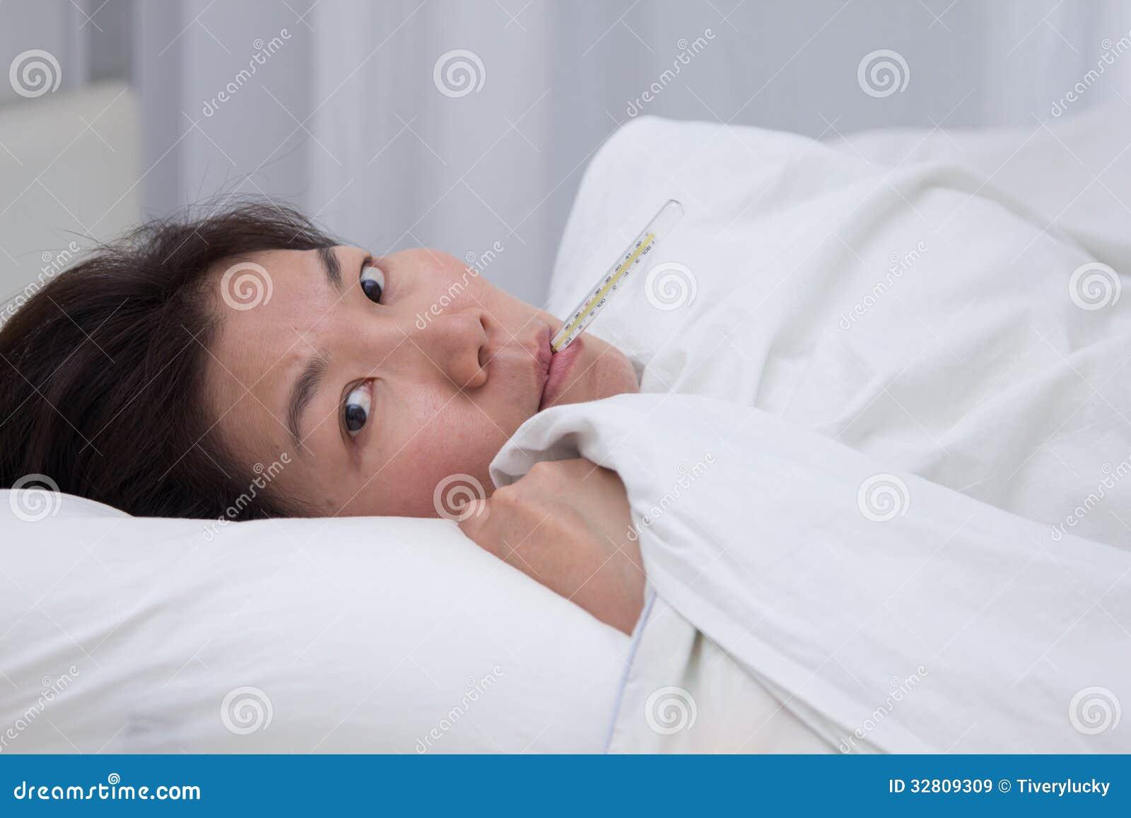 Krankes asiatisches Mädchen — foto 4