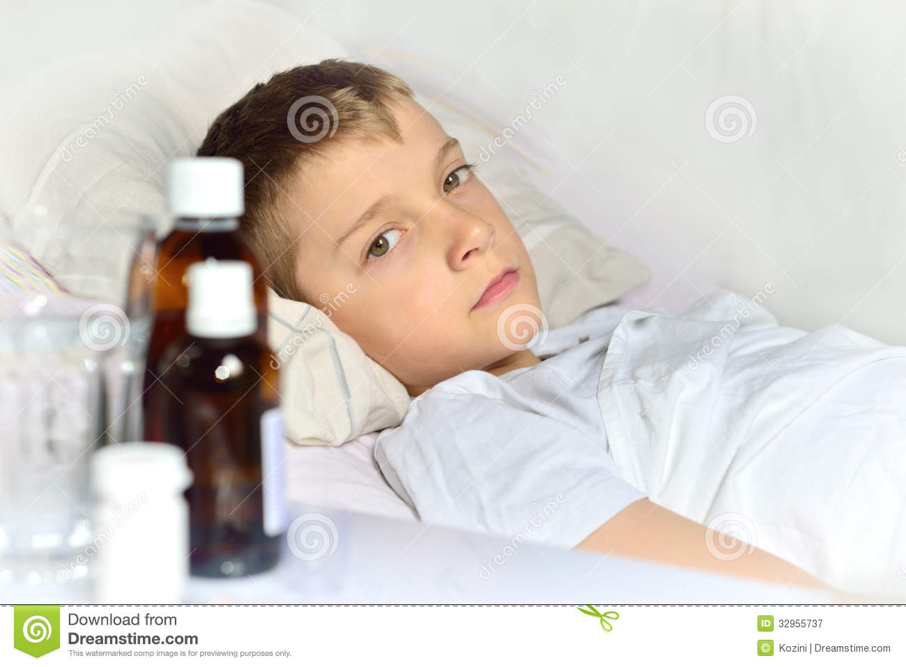 sick little boy in the bed stock image image of patient 32955737. Black Bedroom Furniture Sets. Home Design Ideas