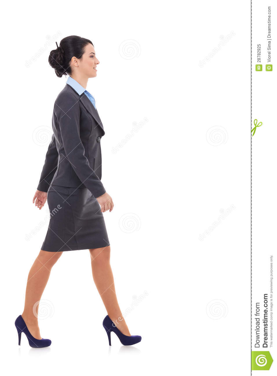 side-view-business-woman-walking-2878292