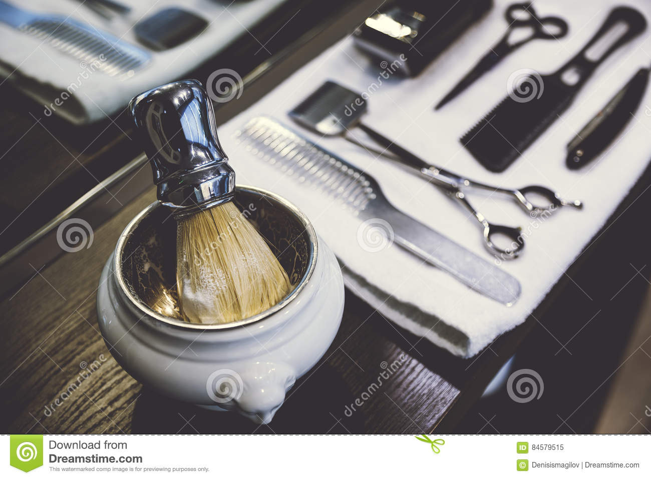 Side view of a shaving kit