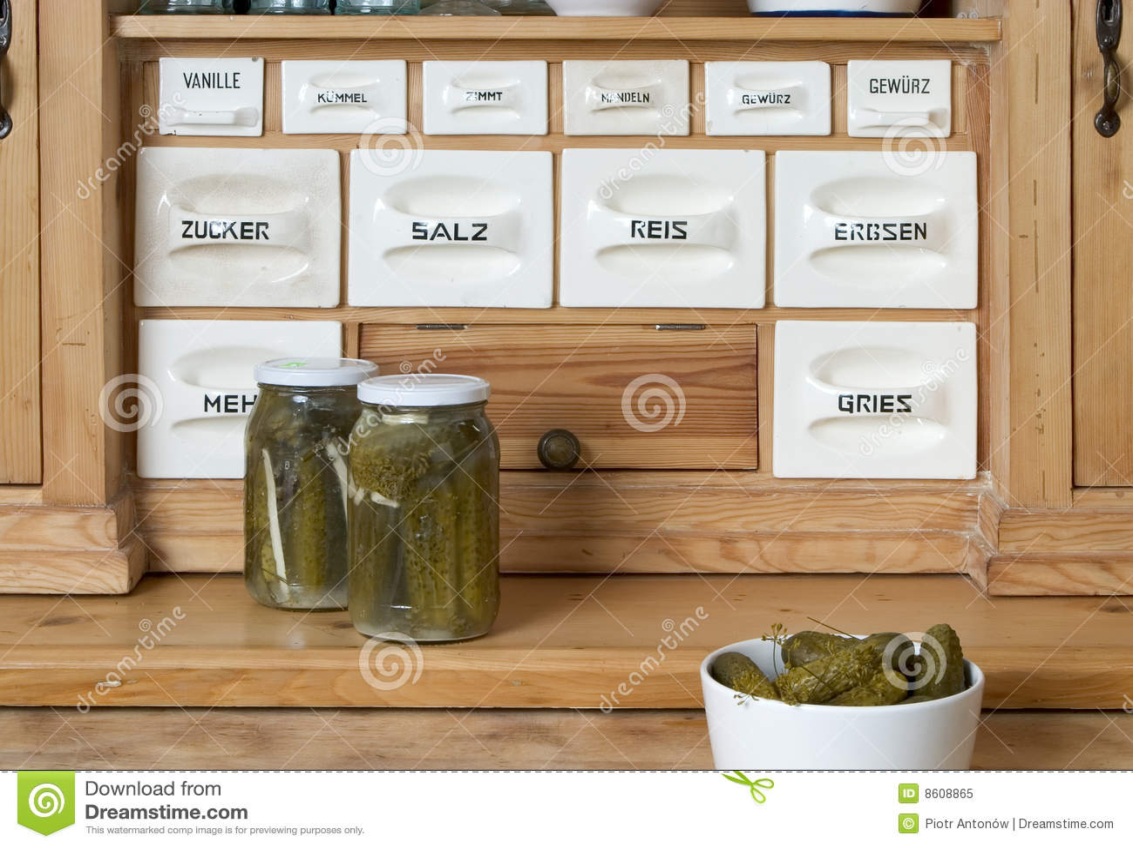 Sideboard In Der Kuche Stockbild Bild Von Speisen Innen 8608865