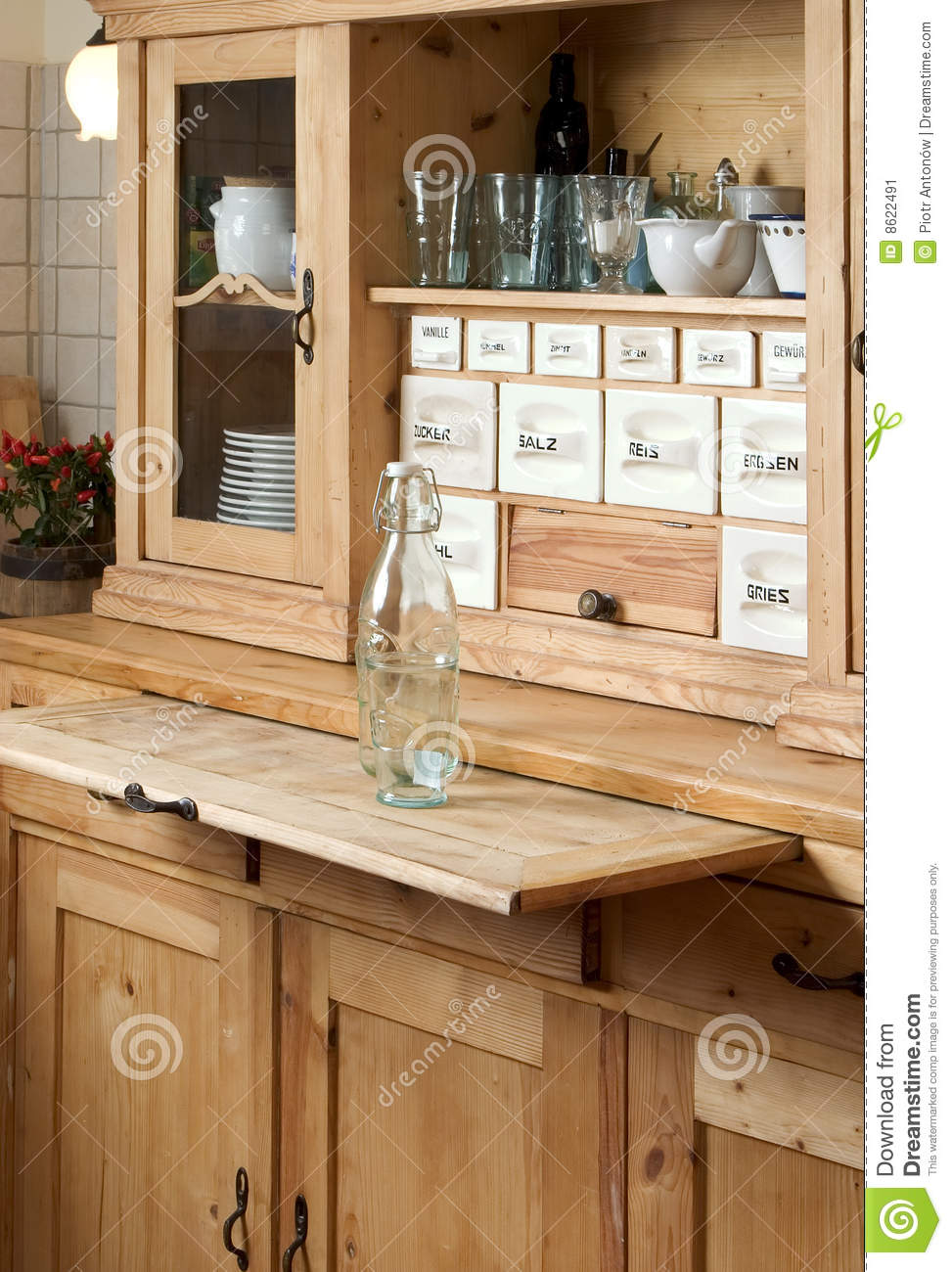 https://thumbs.dreamstime.com/z/sideboard-der-k%C3%BCche-8622491.jpg